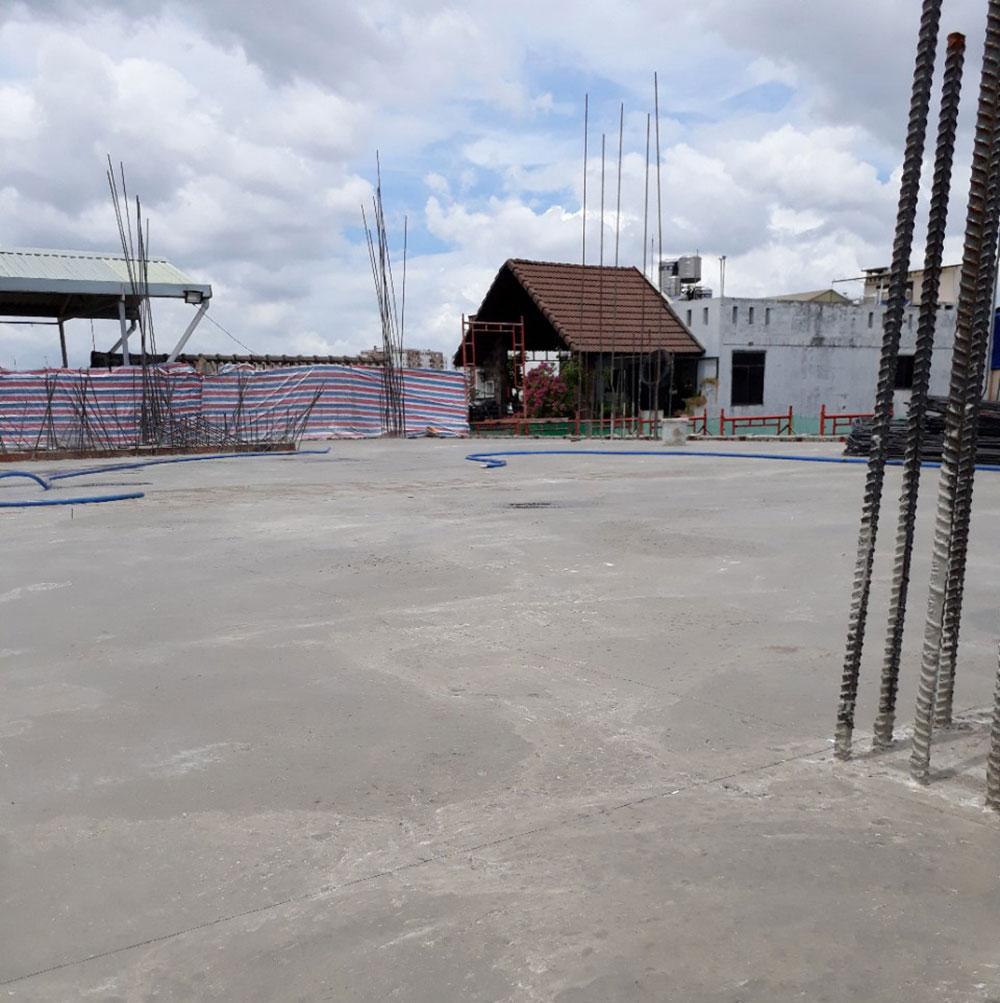 Bề mặt sàn hoàn thiện lầu 5 sau khi đổ bê tông