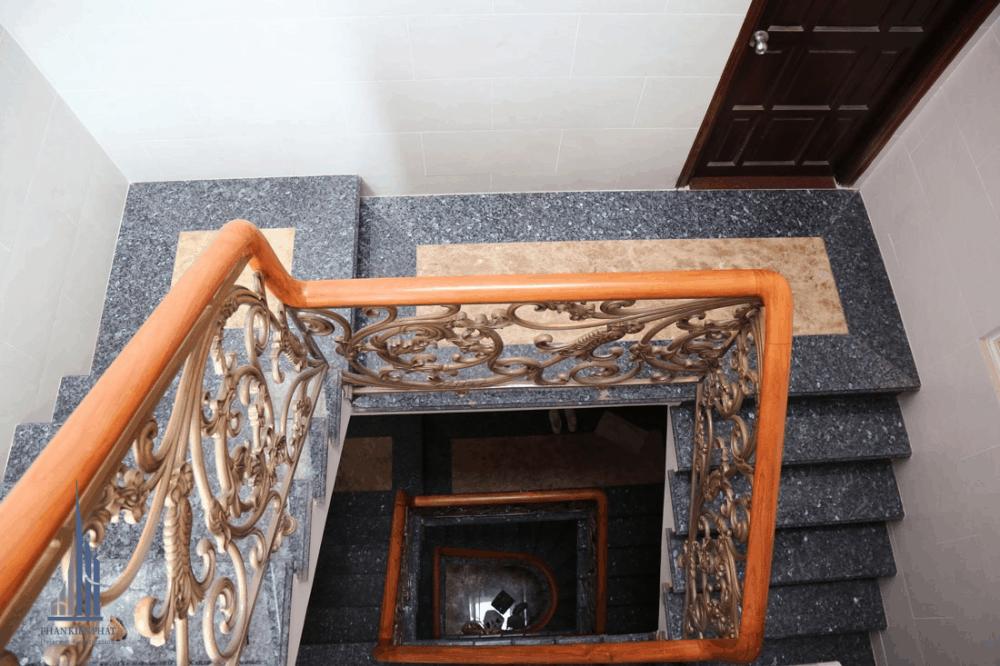 Cầu thang hoàn thiện view 2