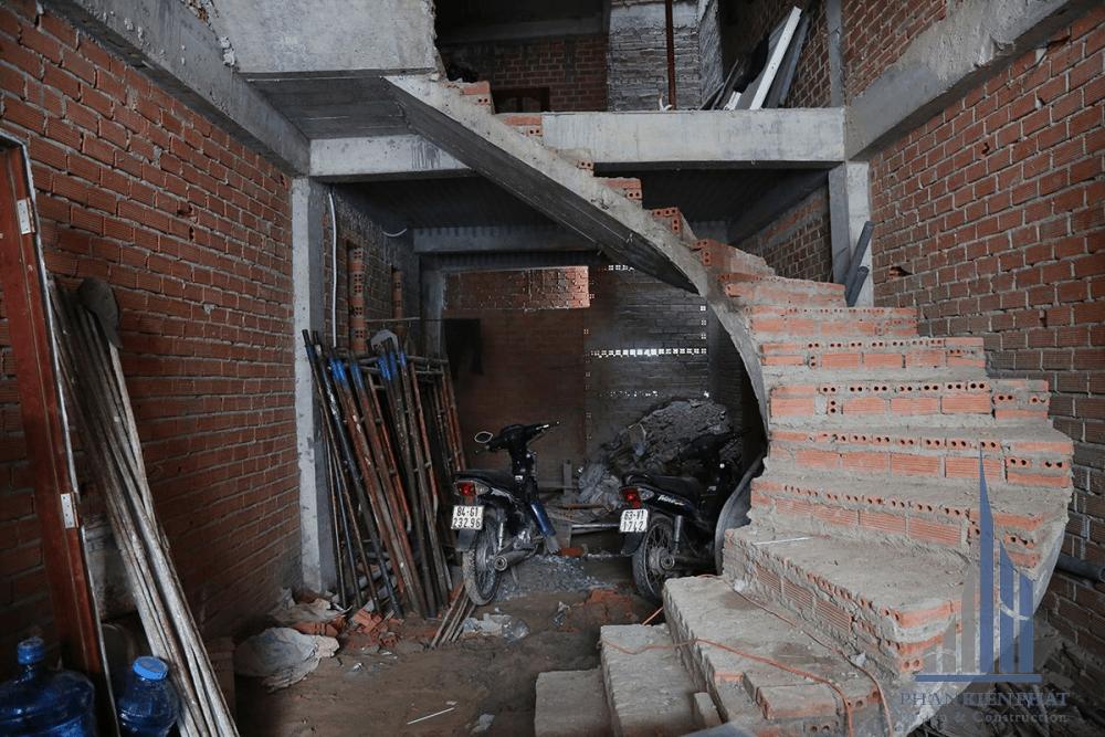 Cầu thang xoắn tầng 1
