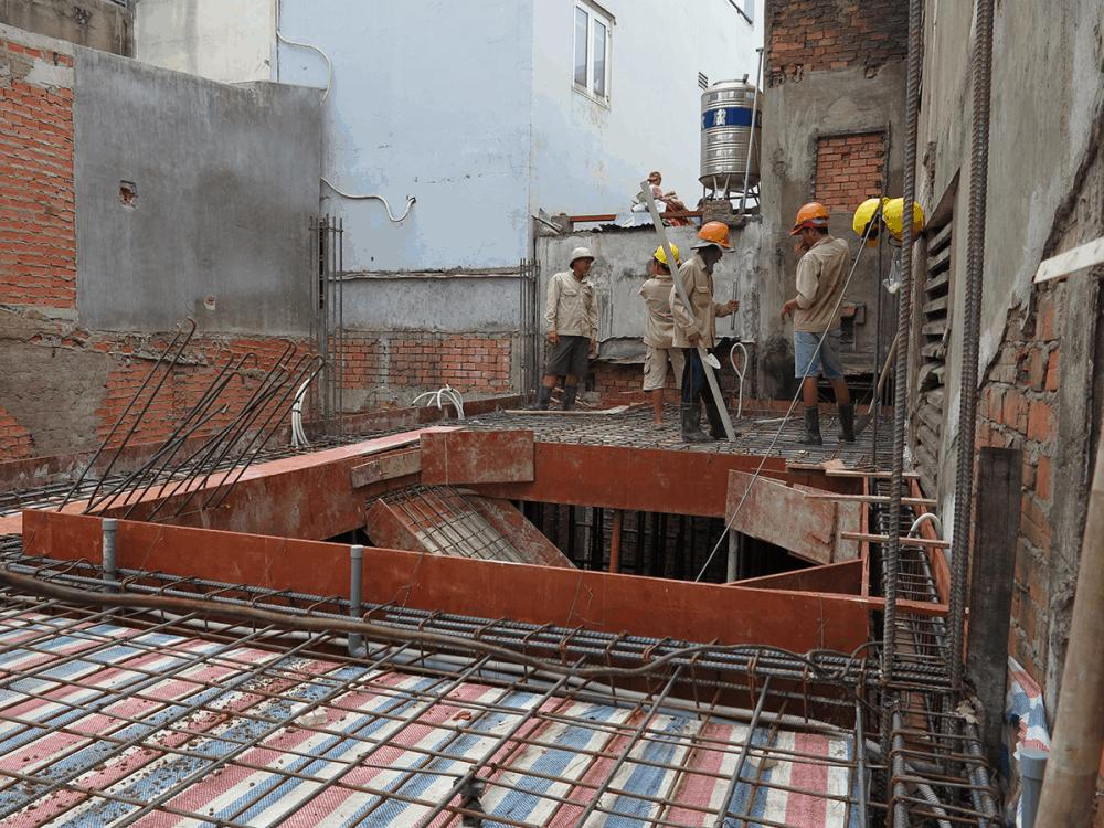 Chuẩn bị đổ bê tông sàn lầu 1