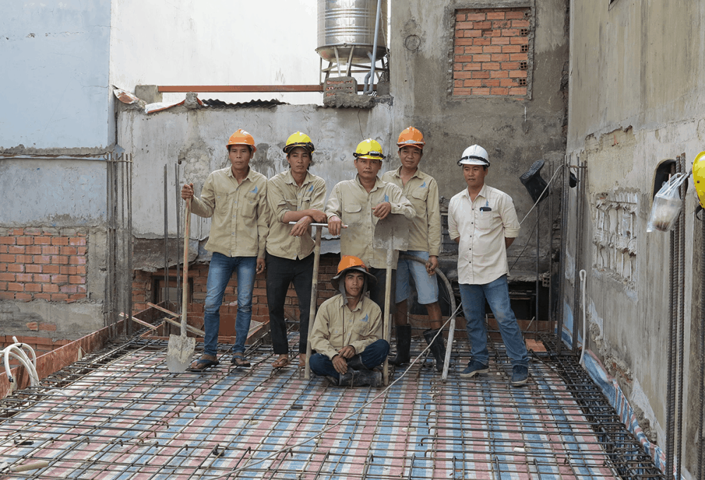 Chuẩn bị đổ bê tông sàn lầu 1 góc 3