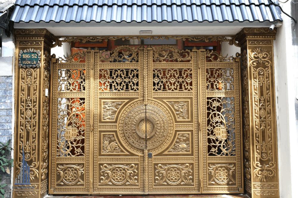 Cổng Chính Căn Nhà với họa tiết trang trí nghệ thuật Đẳng Cấp Thu Hút Mọi Ánh Nhìn