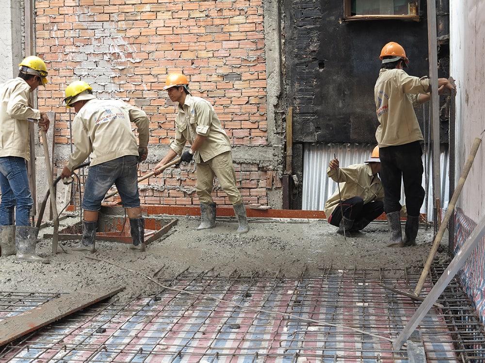 Công đoạn đổ bê tông sàn tầng lửng
