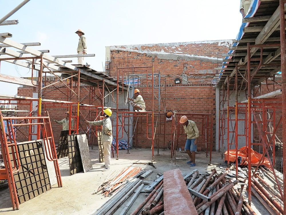 Công đoạn đóng cốt pha sàn tầng 5 góc 3