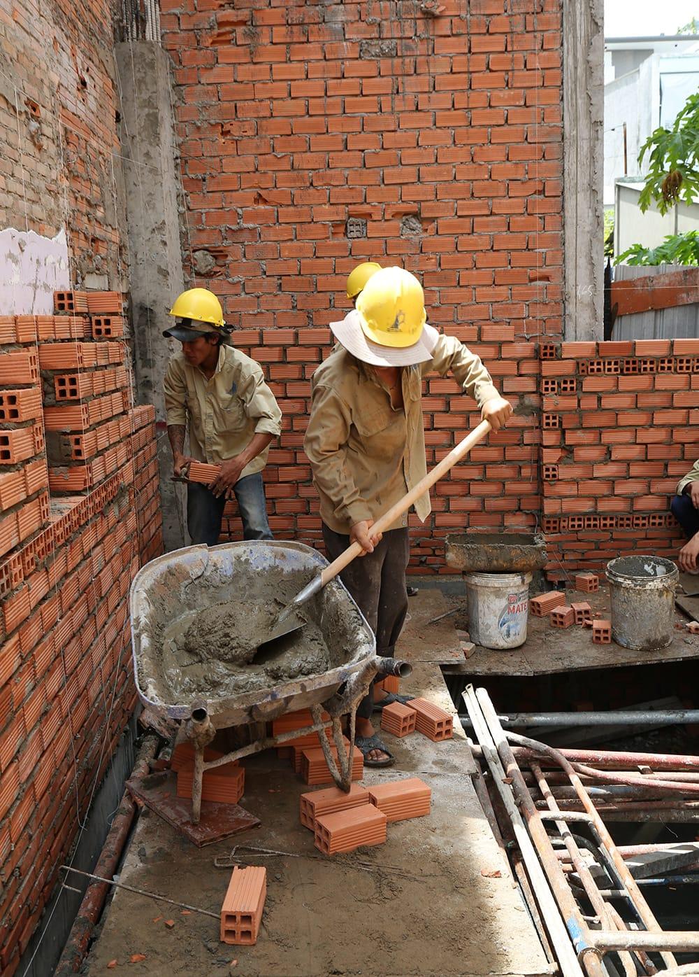 Công đoạn xây tường bao tầng trệt view 1