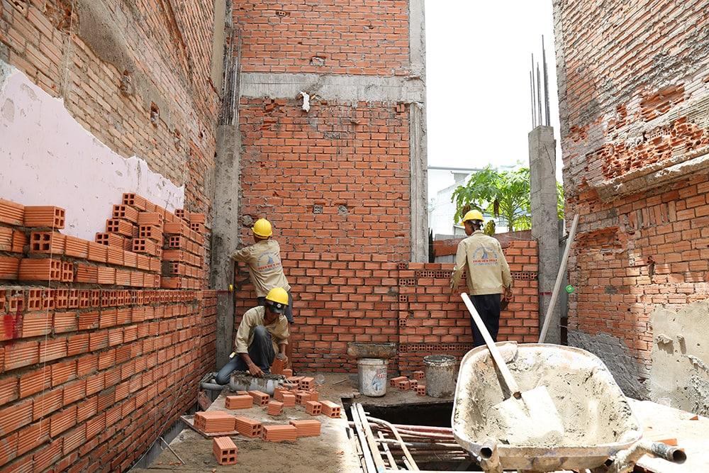 Công đoạn xây tường bao tầng trệt view 3