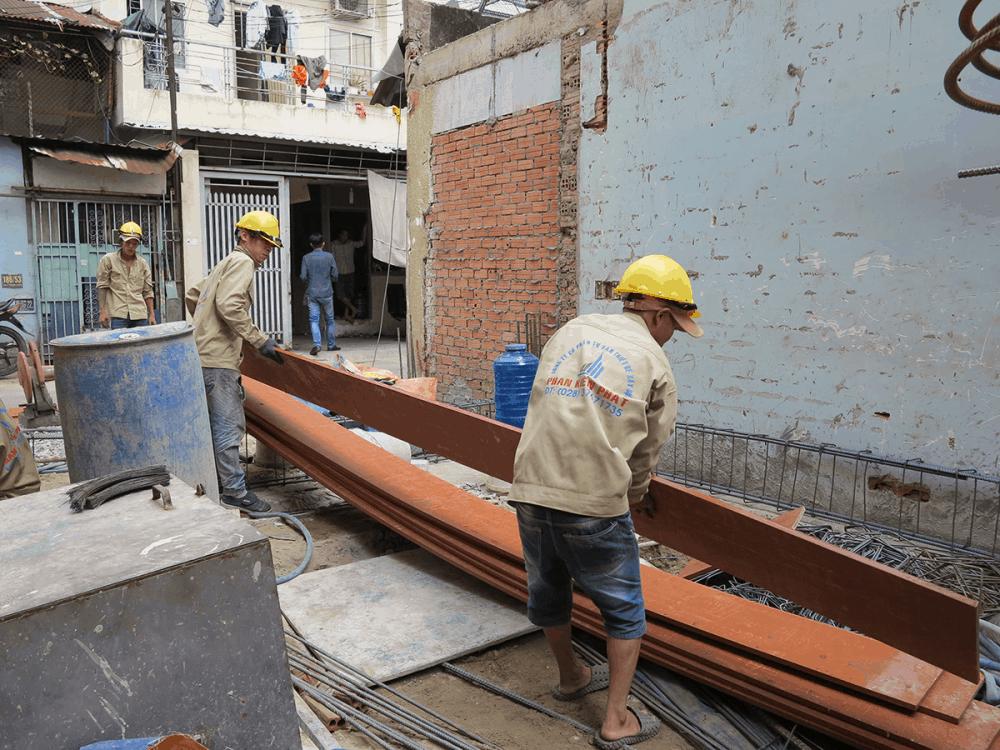 Công tác chuẩn bị gai công cốt pha tầng trệt