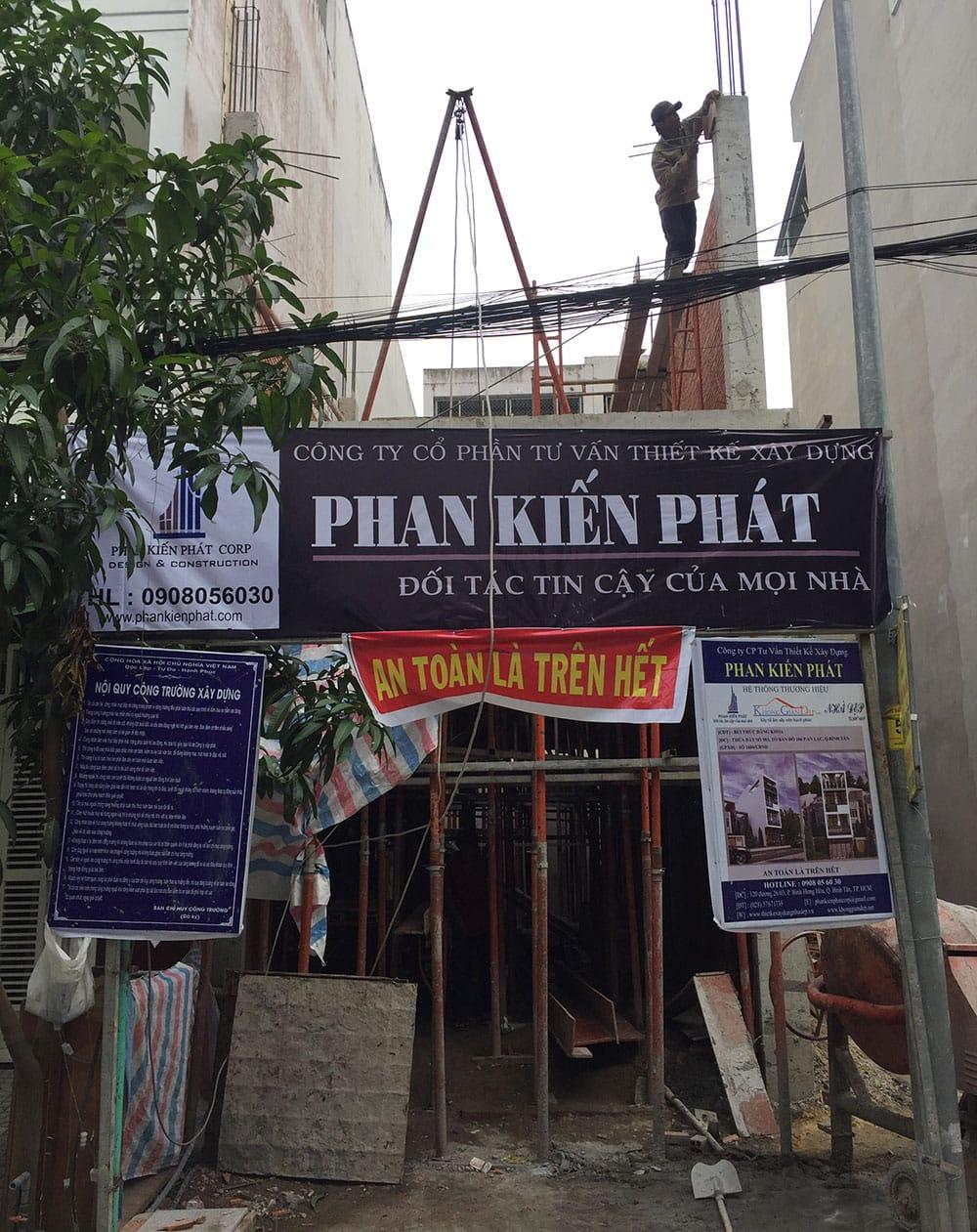 Công tác chuẩn bị sàn lầu 2 nhà phố đẹp tại Bình Tân