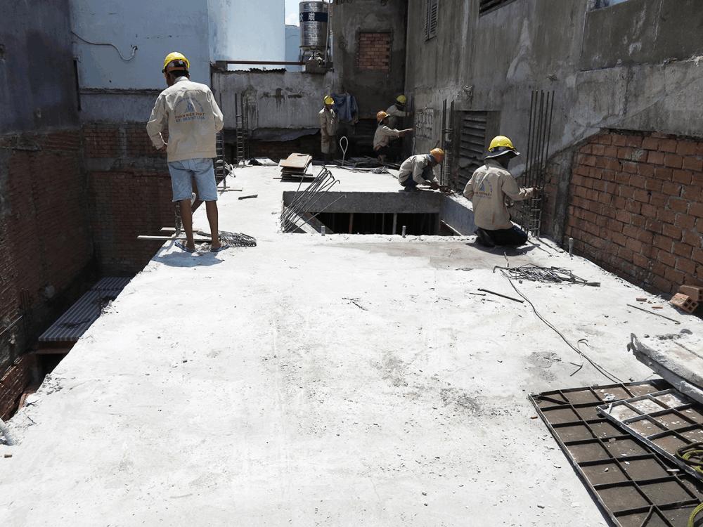 Công tác làm sắt cột sàn lầu 1 góc 2