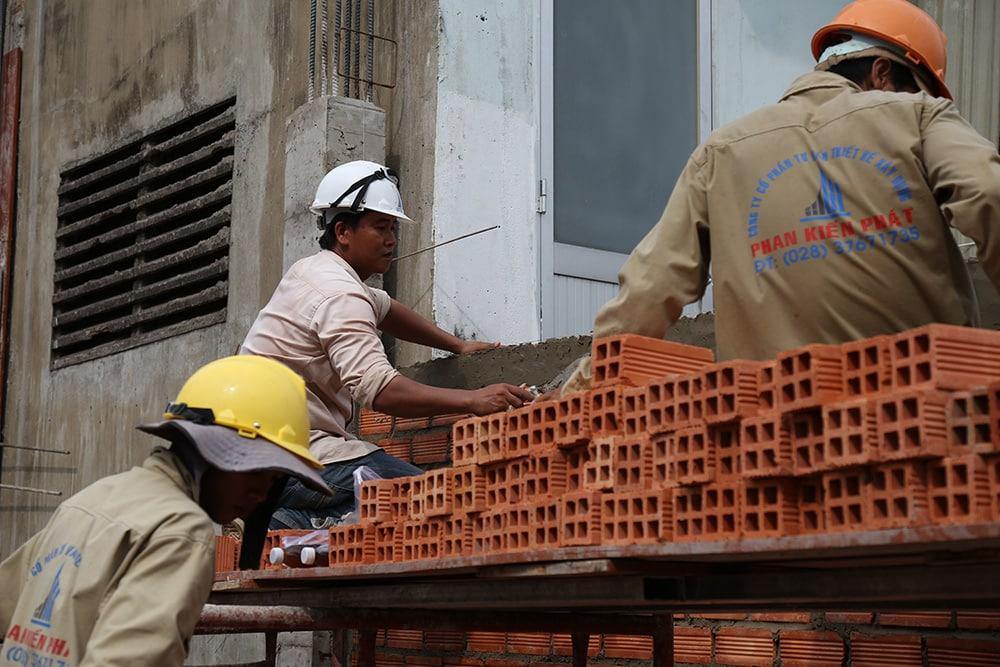 Công tác xây tường bao lầu 1