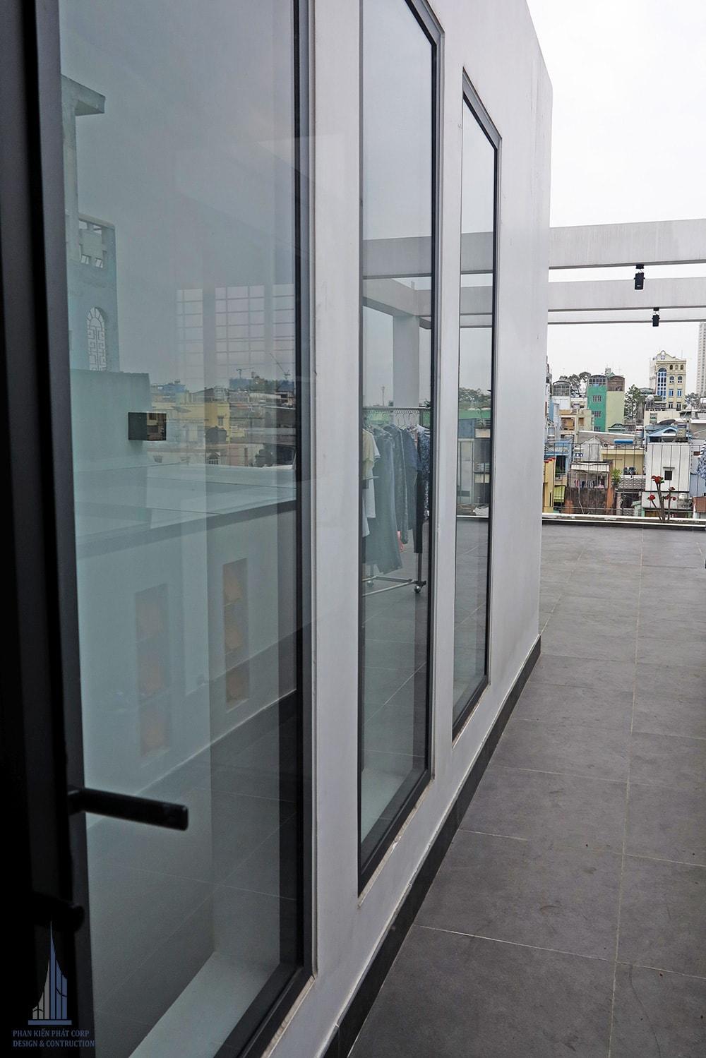 Công trình nhà phố hiện đại 5 tầng diện tích 4x15m góc view 14