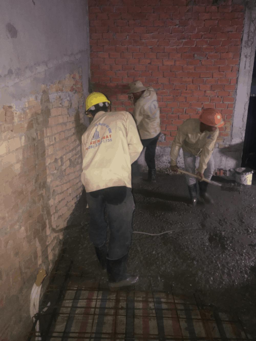 Đổ bê tông sàn tầng 1 view 1