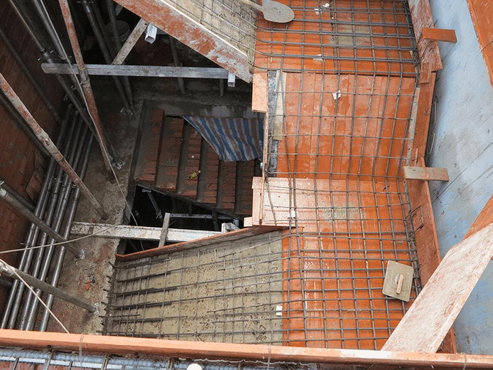 Giai đoạn đóng sắt sàn cầu thang