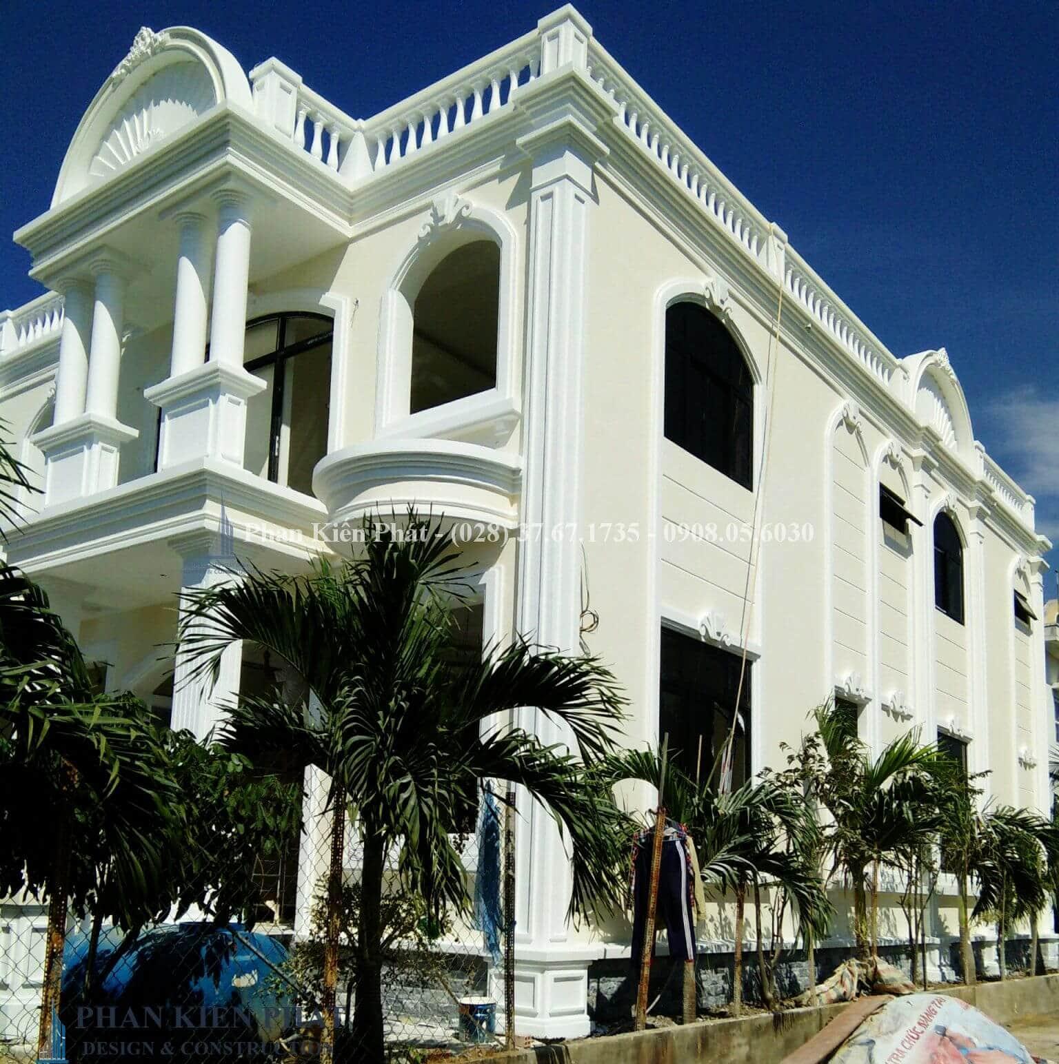 Hoàn thiện công tác ngoại thất view 3- công trình biệt thự cổ điển 2 tầng