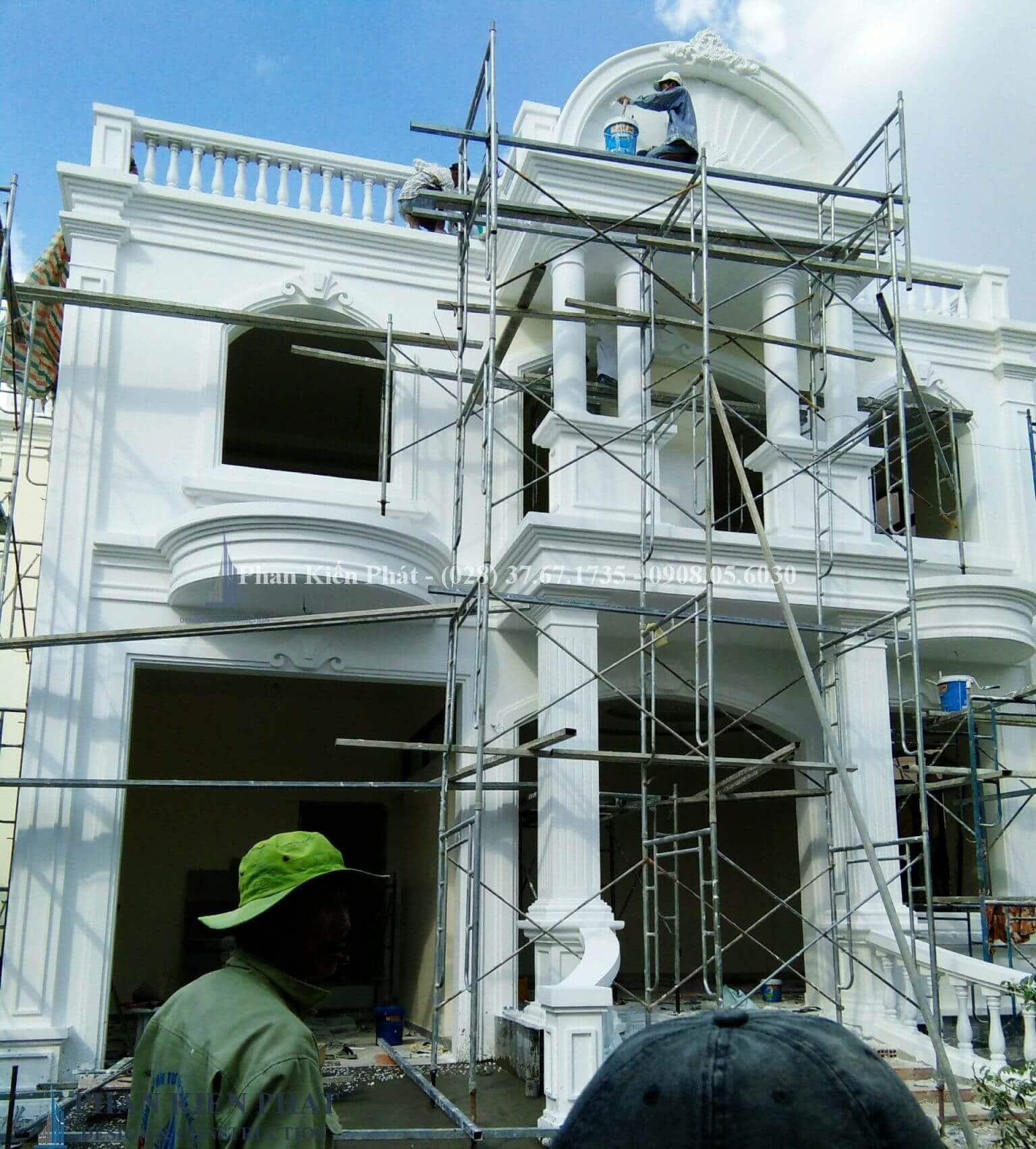 Hoàn thiện công tác ngoại thất view 4- công trình biệt thự cổ điển 2 tầng