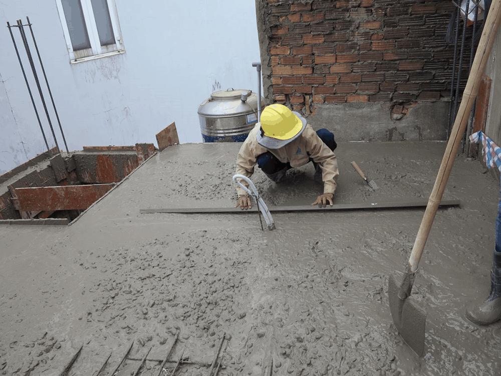 Làm láng bề mặt bê tông sàn tầng 2 view 2
