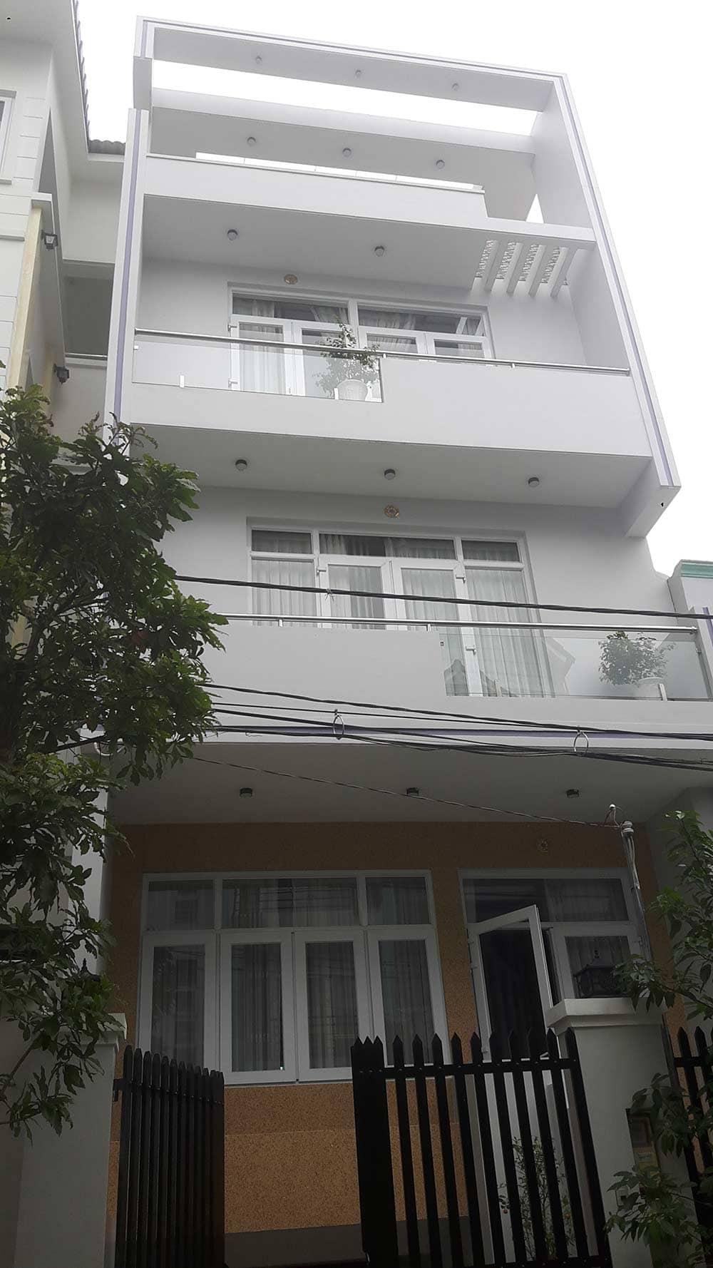 Nhà phố 5 tầng diện tích 7x12 gam trắng sang trọng