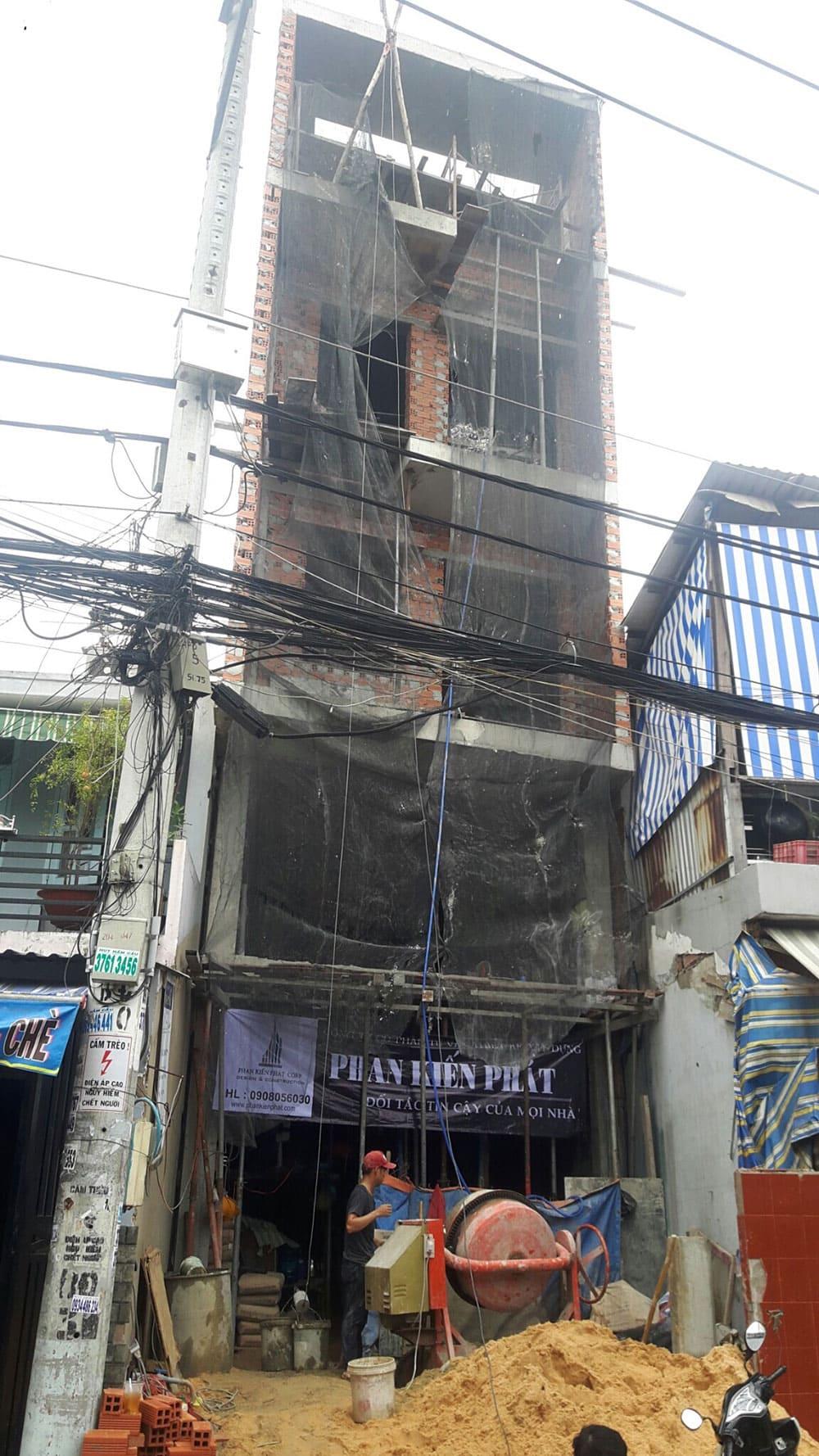 Nhà phố 5 tầng hiện đại do Phan Kiến Phát thi công
