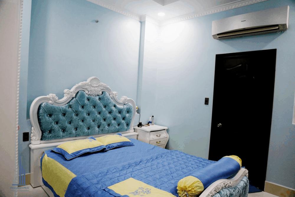 Phòng Ngủ 1 Được Thiết Kế Với Gam Màu Xanh Tươi Mát