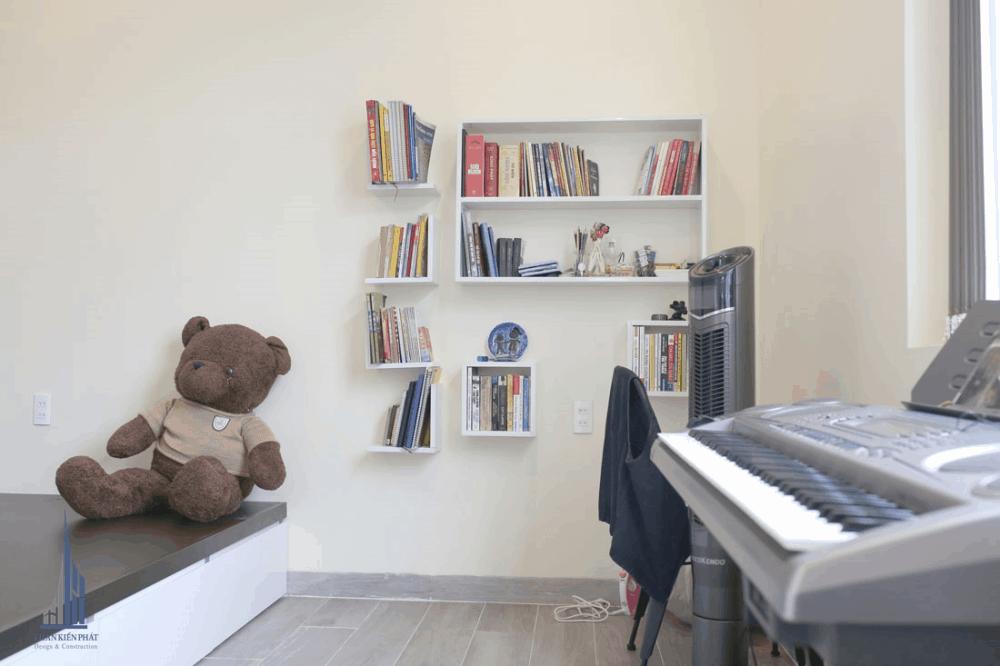 Phòng Ngủ Con Gái Với Kệ Sách Sáng Tạo Bắt Mắt