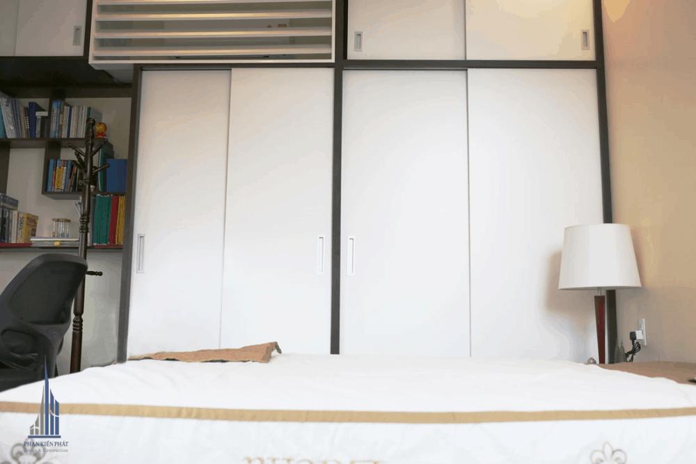 Phòng Ngủ Con Trai Với Gam Màu Trắng Chủ Đạo Giúp Tăng Thêm Phần Sang Trọng Cho Căn Phòng