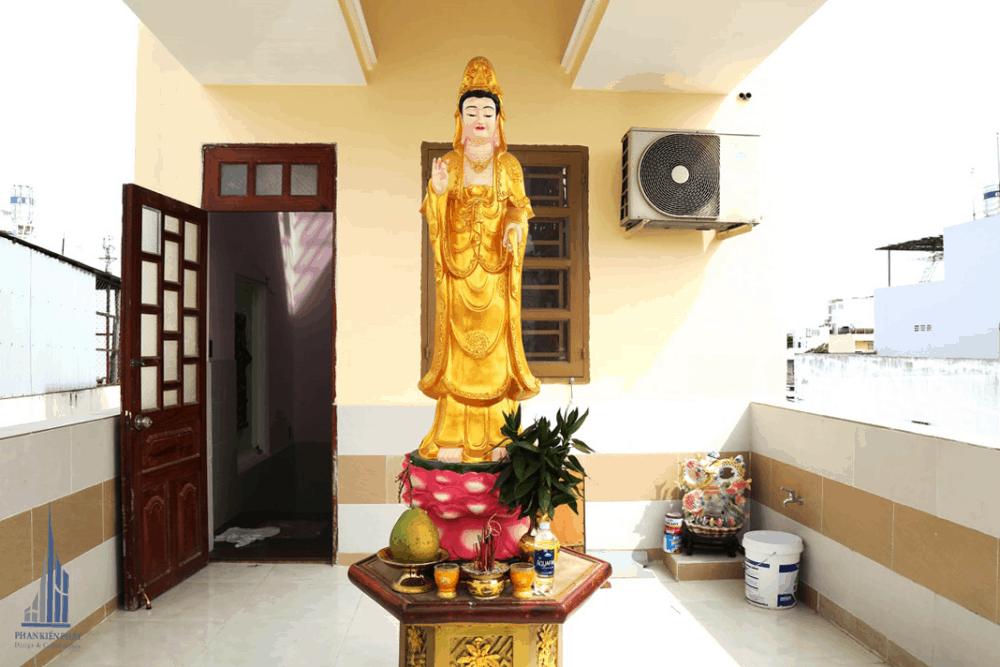 Phía Trước Phòng Thờ Được Đặc Tượng Phật Quang Âm Sang Trọng Tôn Nghiêm