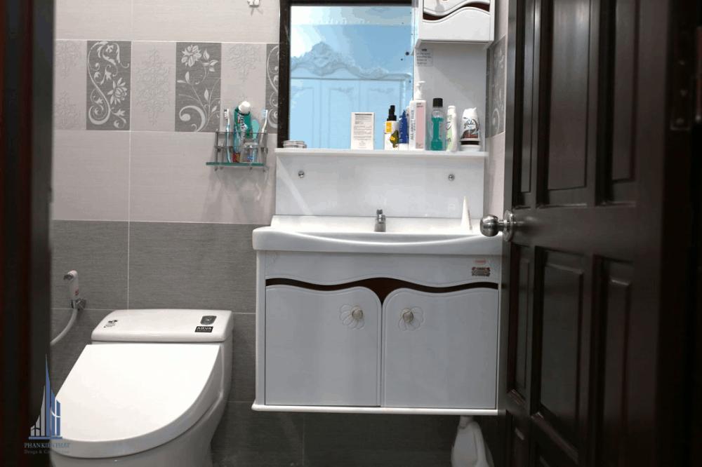 Phòng vệ sinh view 2