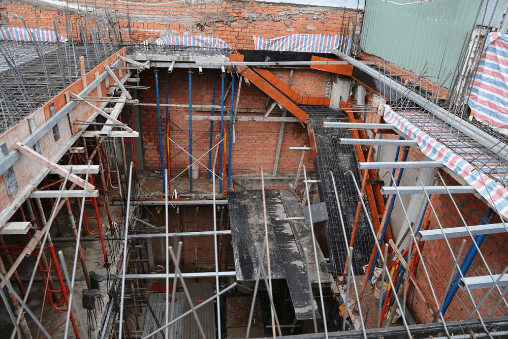 Sàn lầu 5 sau khi vệ sinh chuẩn bị trước khi đổ bê tông view 1