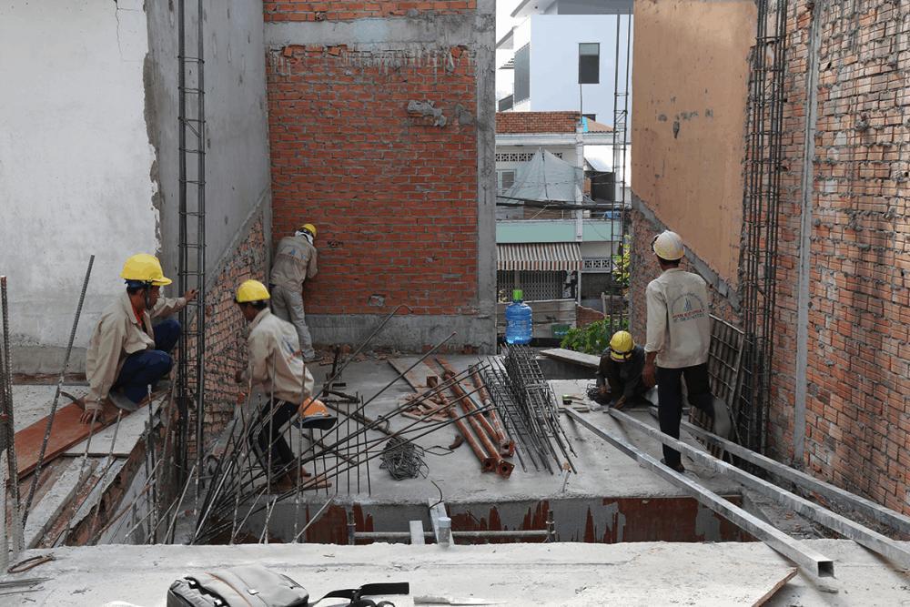 Thợ-đang-ghép-sắt-trụ-tầng-1-View-1