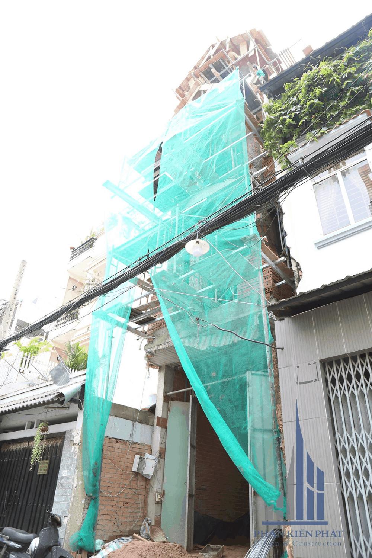 Tổng thể mặt tiền hoàn thiện đến tầng mái góc View 2