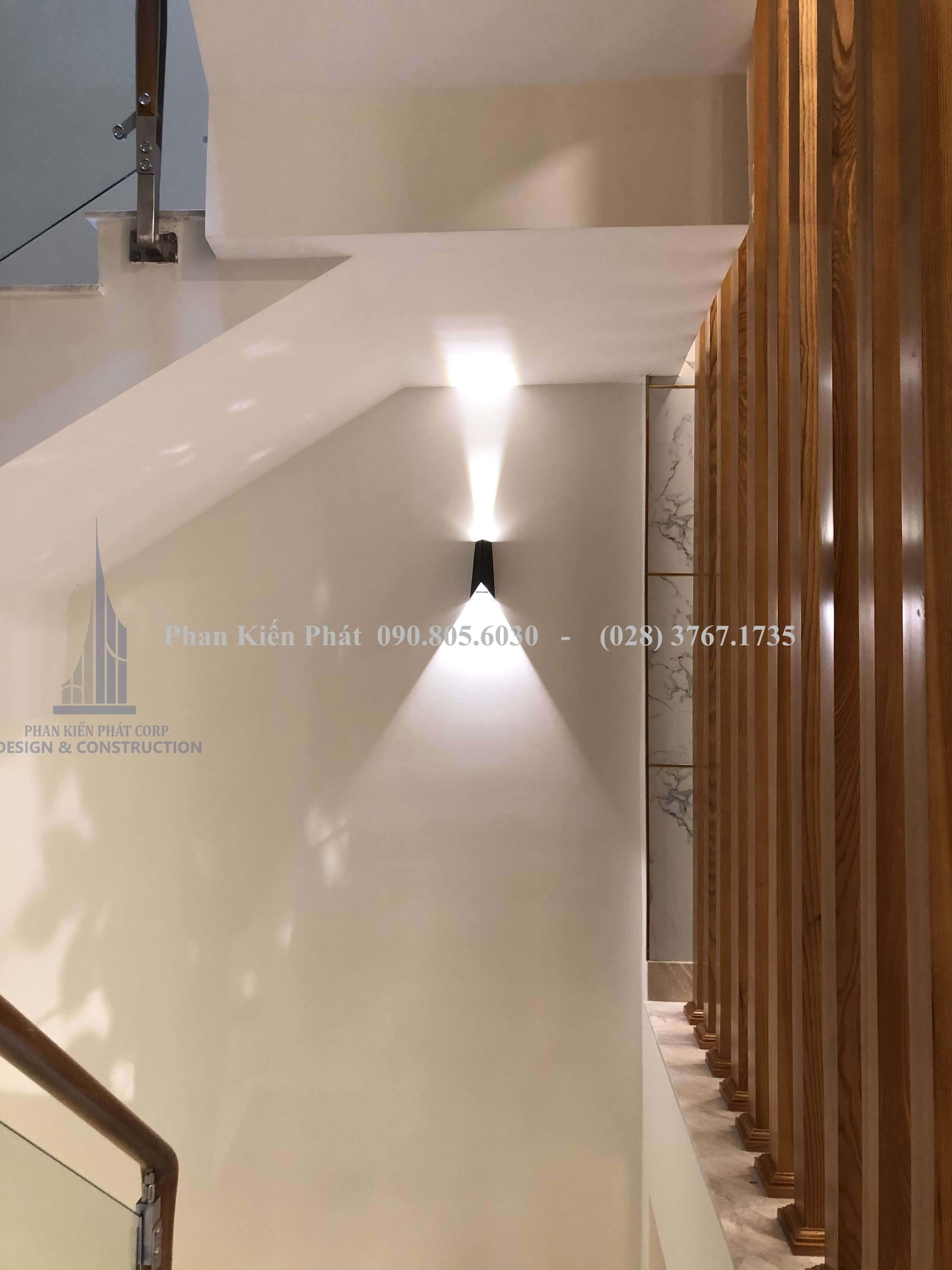 Đèn cầu thang nhà hiện đại hoàn thiện phan kiến phát thực hiện