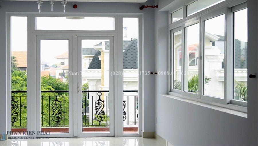 Cải tạo sửa chữa nhà - Cua Nhua Loi Thep 1