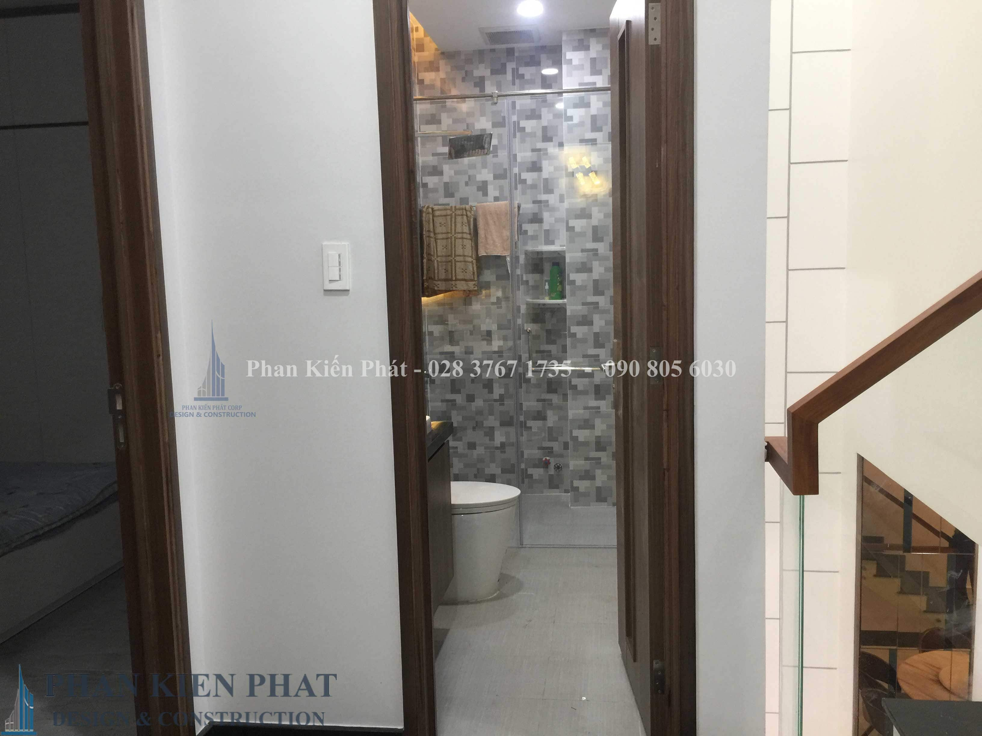 Hoan Thien Noi That Phong Ve Sinh Lau 2 - nhà phố lệch tầng